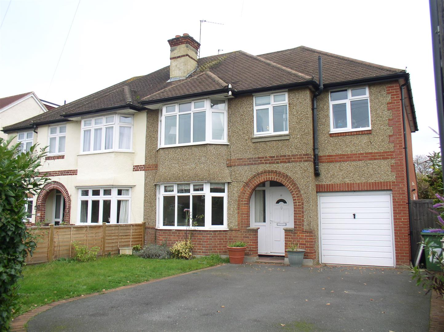 4 Bedrooms Semi Detached House for sale in Ambleside Avenue, Walton-On-Thames